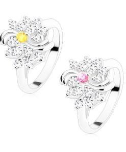 Inel de culoare argintie, floare transparentă cu centrul colorat, arcade lucioase, Culoare: Roz
