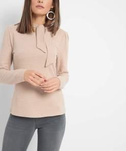Bluză cu guler înalt Bej