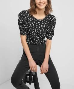 Tricou cu flori și bufe Negru