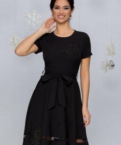 Rochie Maria neagra cu aplicatii din broderie florala si maneci scurte