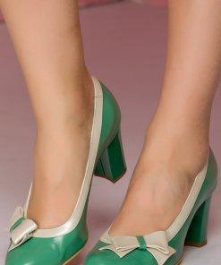 Pantofi verzi cu fundita pe o parte a varfului