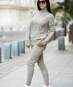 Trening dama din tricot crem cu bluza pe gat si model impletituri in V