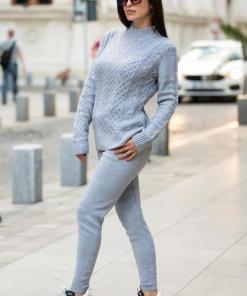 Trening dama din tricot gri cu bluza pe gat si model impletituri in V