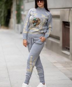 Trening dama din tricot gri cu bluza pe gat si model Tablou