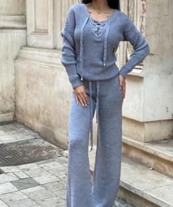 Compleu gri dama tricotat cu bluza petrecuta si pantalon evazat (Selecteaza Marime: Universala)