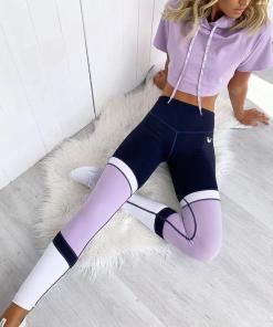 Compleu dama sport mov cu bleumarin compus din bustiera tricou si colanti lungi cu imprimeu Linii
