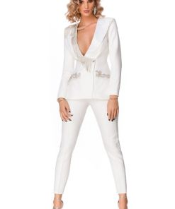 Compleu alb elegant format din sacou prevazut cu broderie si franjuri din pietre si pantaloni cu talie inalta