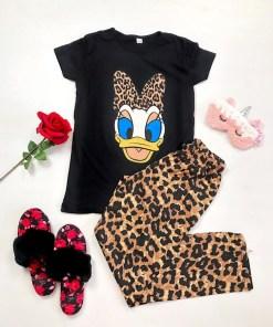 Pijama dama ieftina din bumbac cu pantaloni lungi animal print si tricou negru cu imprimeu DS