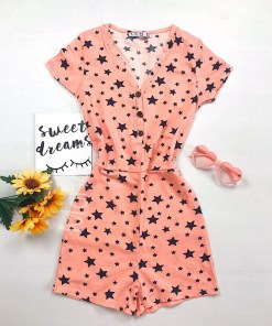 Pijama dama scurta tip salopeta portocalie cu nasturi si imprimeu Stelute
