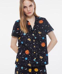 Pijama scurta cu imprimeu cosmic si nasturi 3829872