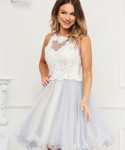 Rochie albastra de ocazie din voal in clos cu spatele gol cu bust buretat si broderie florala