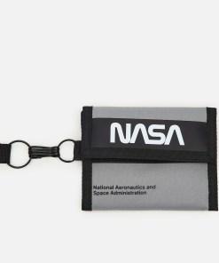Cropp - Portofel NASA cu lanyard - Gri deschis