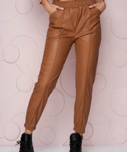 Pantaloni SunShine maro lungi cu croi larg si talie normala din material din piele ecologica elastica si buzunare laterale