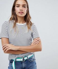 New Look - Gestreiftes T-Shirt mit Knopfdetails an der Schulter - Weiß