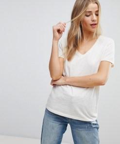 New Look - T-Shirt mit V-Ausschnitt aus biologischer Baumwolle - Cremeweiß