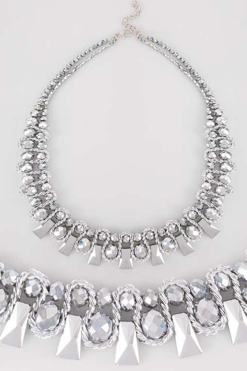 Silberne Perlenkette im Drahtdesign YC