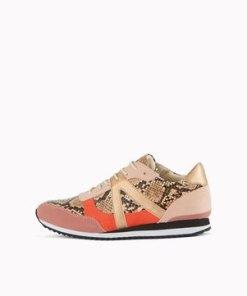 Sneaker im Python-Look
