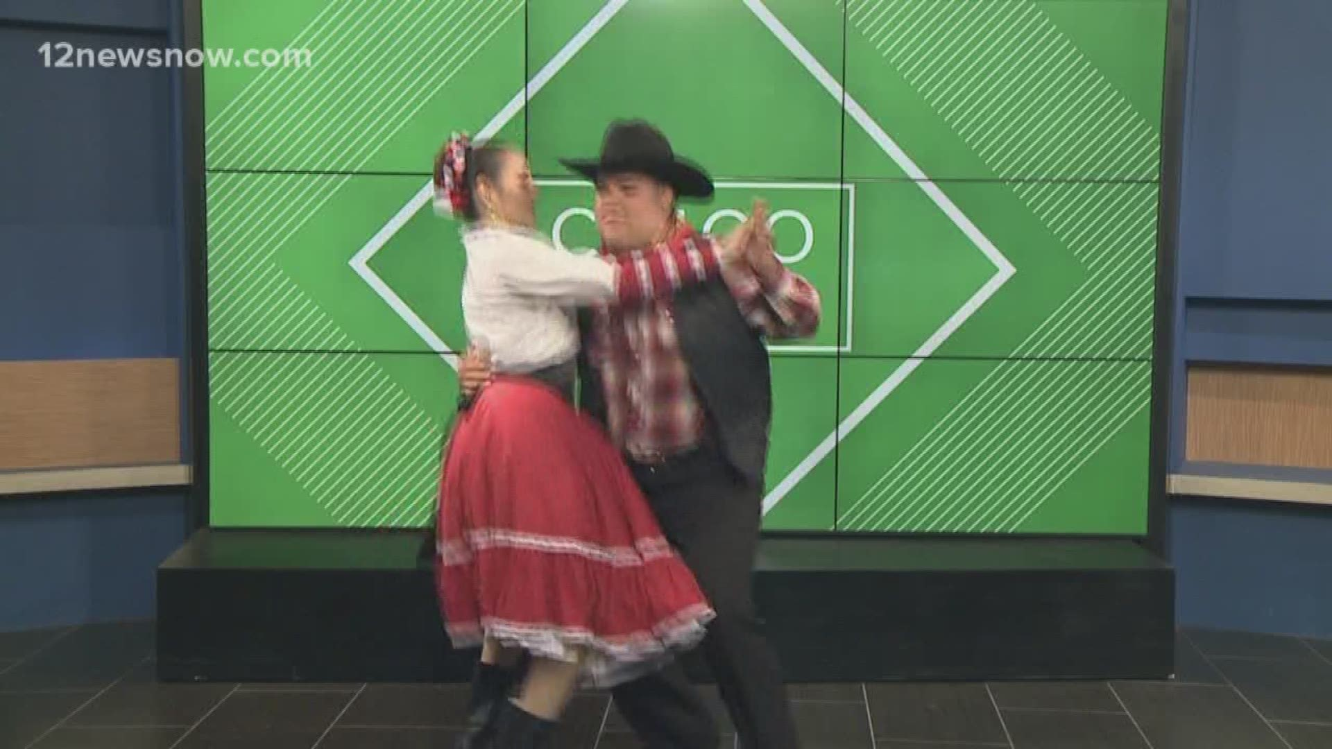 High School Students Show Off Cinco De Mayo Dane Routine