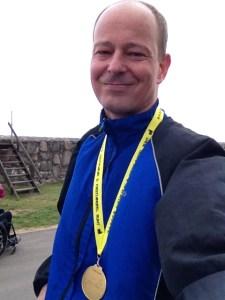 Lycklig löpare efter avklarat lopp!
