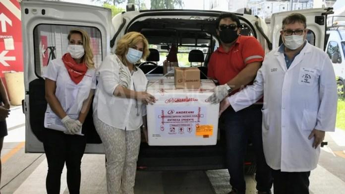 La ministra de Salud, Sonia Martorano, recibió las primeras dosis de la vacuna Sputnik V en Rosario.