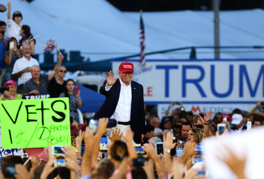 How big was the crowd at Donald Trump's Alabama rally?