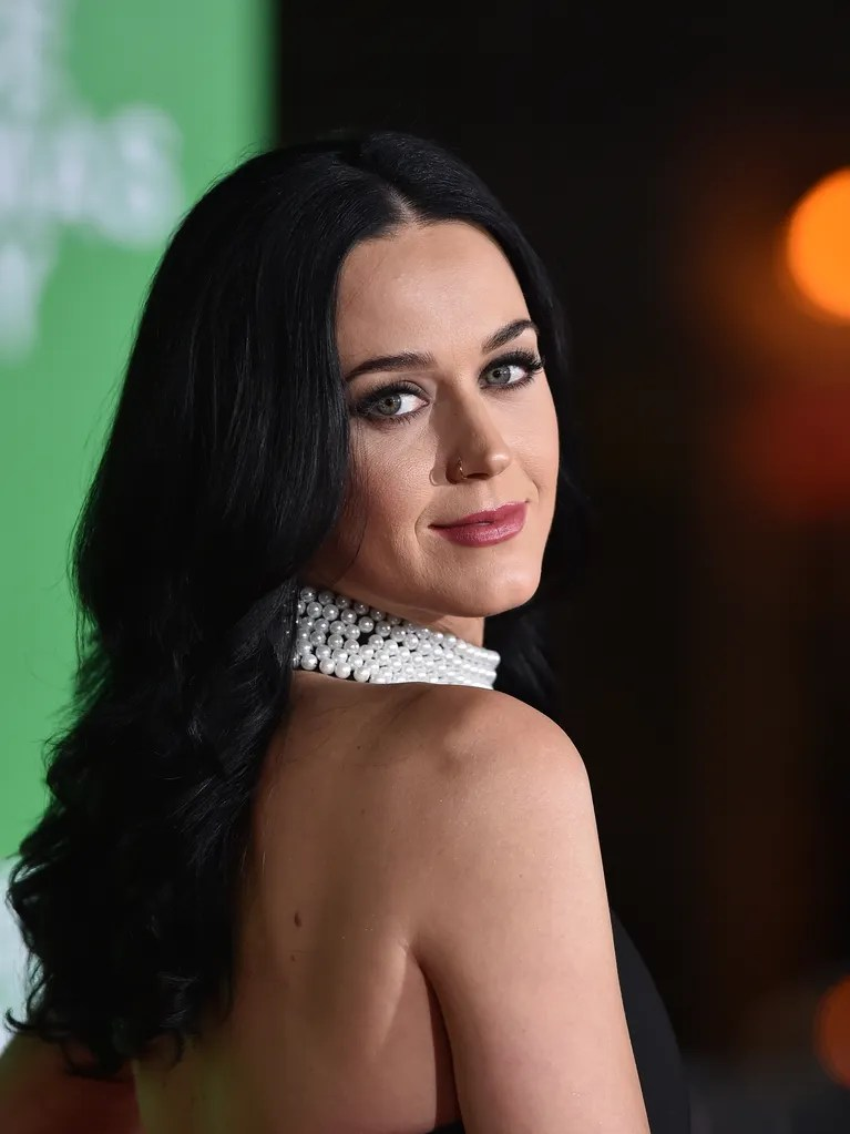 Katy Perry Is Blonde And We Barely Recognize Her Allure