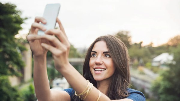 How To Take A Good Selfie: 12 Selfie Tips To Consider | Allure