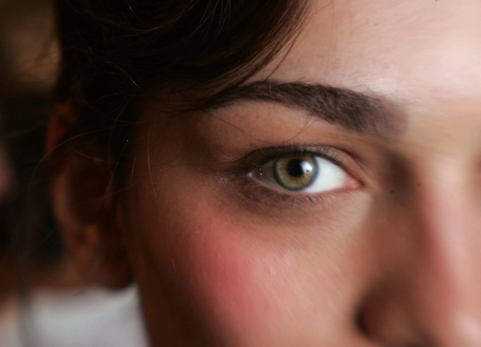 the 7 most gorgeous makeup colors for green eyes | allure