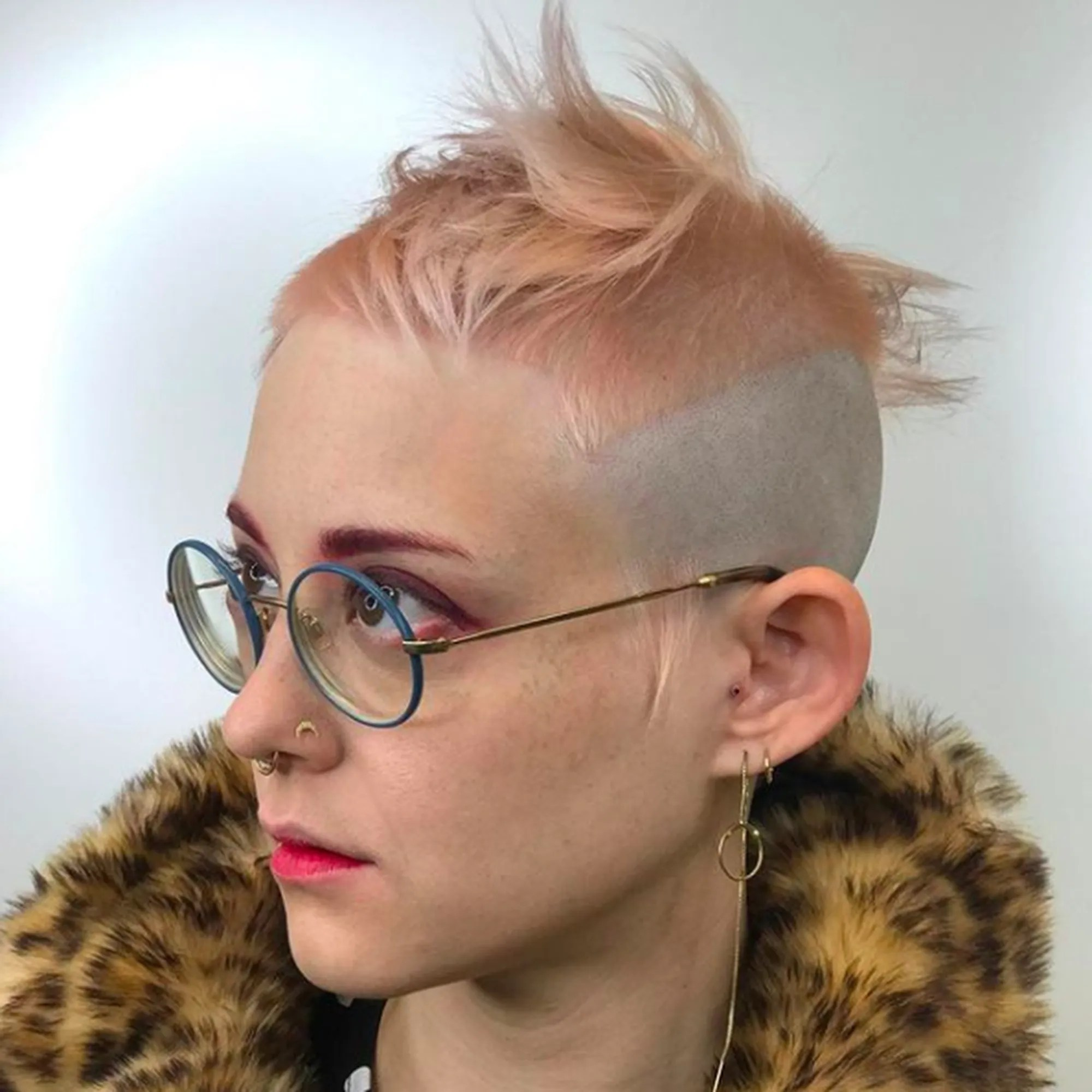 Watch This Mesmerizing Super Short Haircut Video