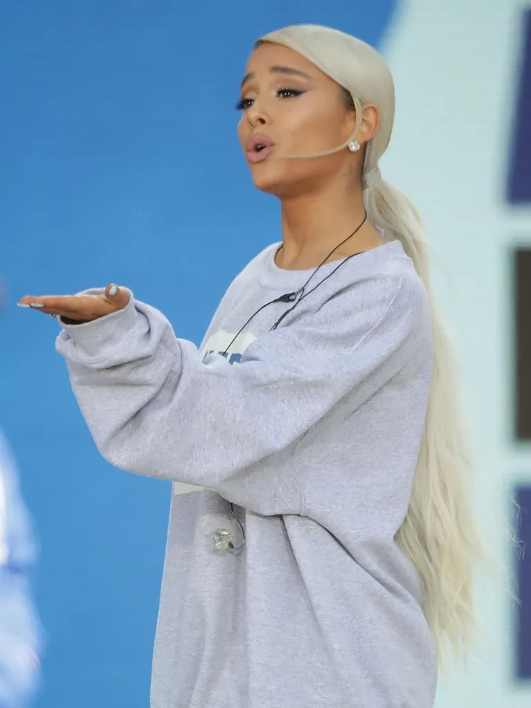 Ariana Grande Debuted A Low Blonde Ponytail And Fans