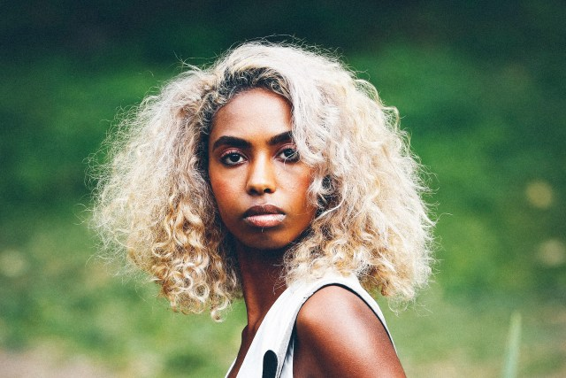 how to bleach curly or kinky hair without damaging it | allure