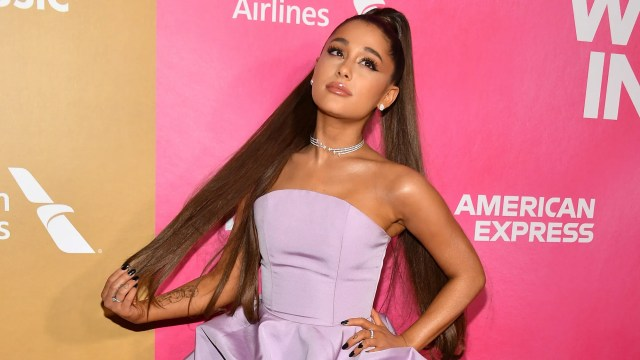 ariana grande wore her hair down again, and fans are