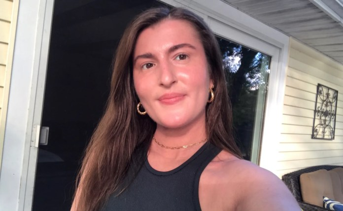 selfie of kaleigh wearing laura mercier invisible setting powder