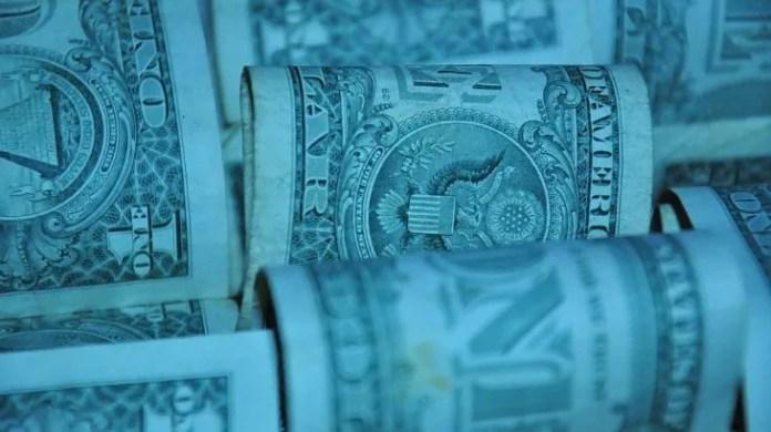 El dólar blue saltó $3 y la brecha con el oficial es la más alta desde 2015: alienta la vuelta del puré