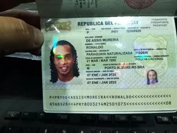 El pasaporte falso que usó Ronaldinho para entrar a Paraguay y por el que lo detuvieron.