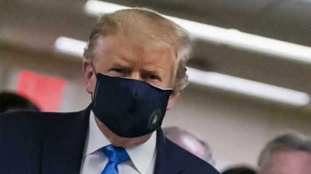 El médico del presidente Trump aseguró que el mandatario solo tiene síntomas de fatiga pero que eso no le quita el buen ánimo.