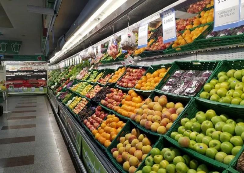 Los precios de alimentos y bebidas subieron 335,2% en cuatro años