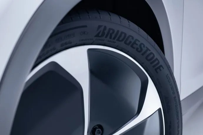 Neumático Bridgestone.