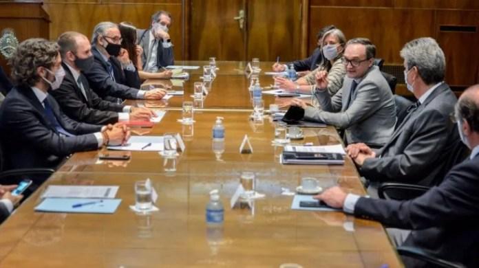 El Gobierno y el CAA durante la reunión del 14 de octubre