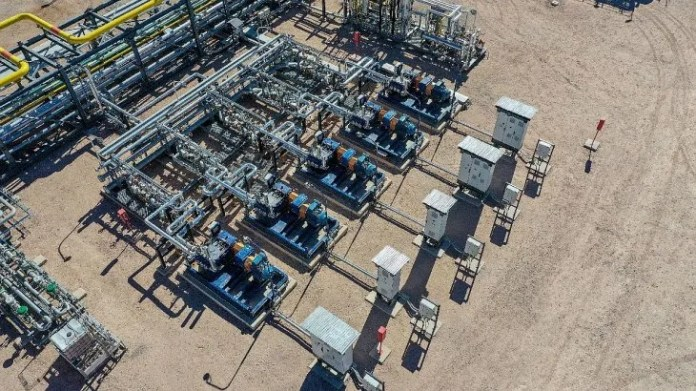 Shell está presente en el país hace más de 105 años y en el negocio del upstream en Argentina desde 2012, cuando comenzó su exploración y subsiguiente explotación de depósitos de petróleo y gas no convencionales en la cuenca de Neuquén.