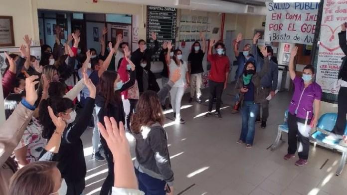 Los trabajadores autoconvocados de la salud de Neuquén analizan en asambleas la última oferta de aumento salarial del gobierno provincial. En el hospital de Zapala votaron por un rechazo. Lo mismo sucedió en otros centros de salud y cortes de ruta.