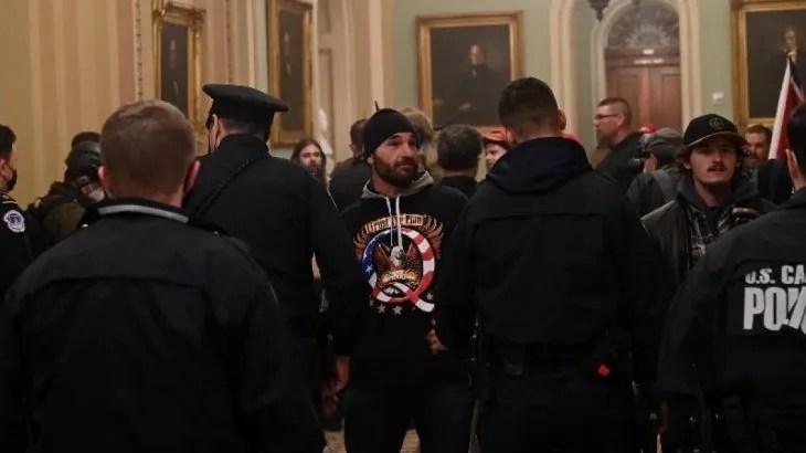 Grupo de seguidores de Donald Trump tomaron el Capitolio de Estados Unidos.