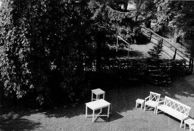 Det stod en hammock i trädgården när jag var liten som jag och Lilla My alltid gungade i, och min mormor tyckte alltid att vi gungade för högt. Men det här är kanske före hammockens tid.