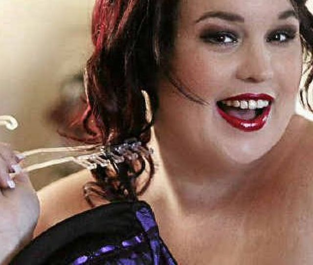 Single Mother Tanya Jackson Has Been Nominated In The Ausmumpreneur Awards For Her Burlesque Pin