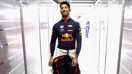 Daniel Ricciardo se dirige vers le garage lors des essais du Grand Prix du Brésil. Image: Getty Images