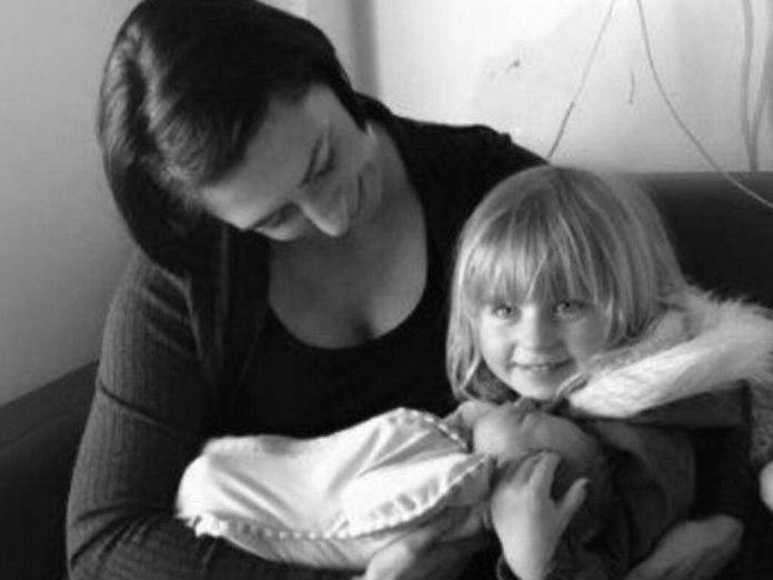 """""""Audrey était si heureuse de voir son petit frère revenir à la maison!"""" Photo: Facebook"""
