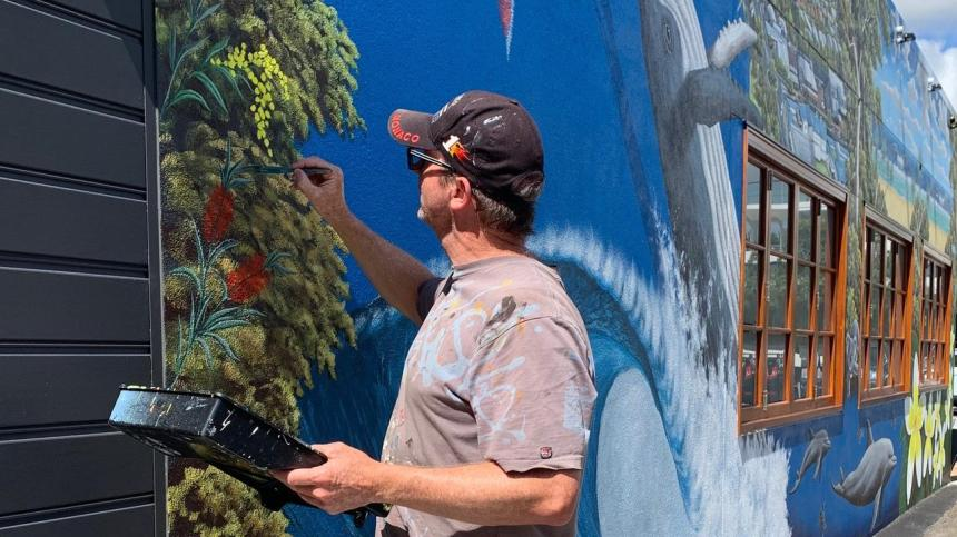 Mr Grassi captures the essence of Noosa for new street art.