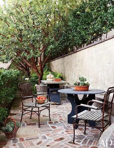 30 Breakfast Nook Ideas for Cozier Mornings ... on Backyard Nook Ideas id=51544
