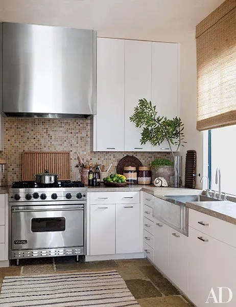 17 Inspiring Farmhouse Kitchen Sink Ideas Photos ... on Farmhouse Kitchen Sink Ideas  id=59170