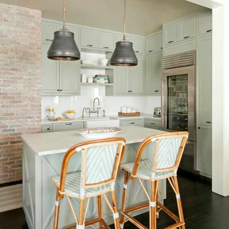 Görüntünün olası içeriği İç Mekan Mutfak Ada Mutfak İç Tasarım Mobilya ve Sandalye